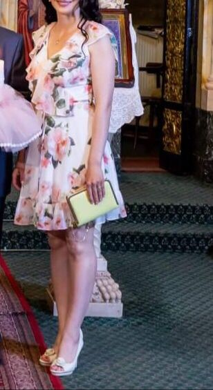 Rochie cu flori elegantă