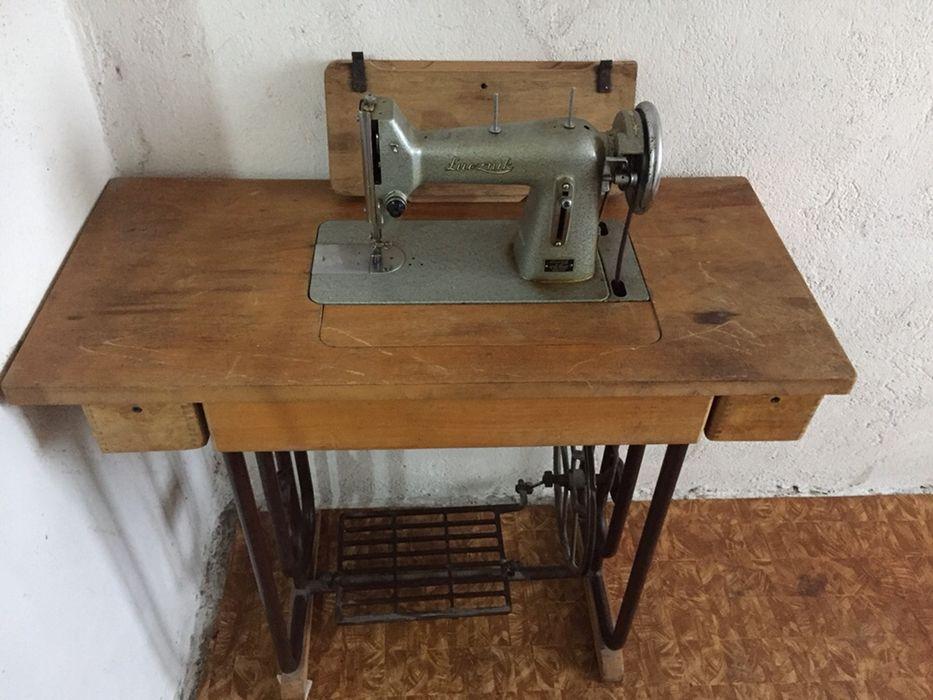 Стара шевна машина работеща!
