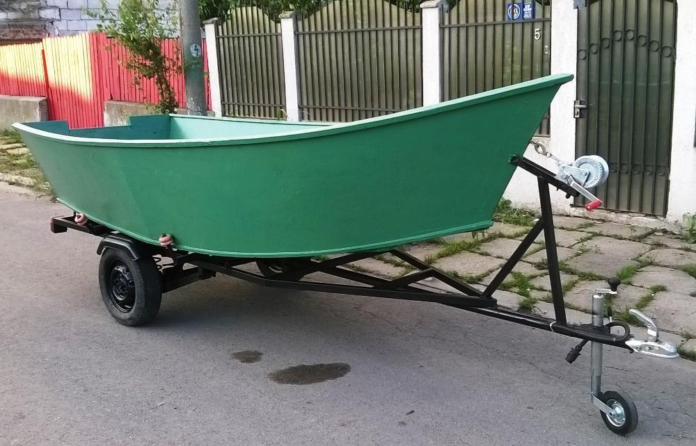 Barca fibra 4 m cu peridoc inmatriculat