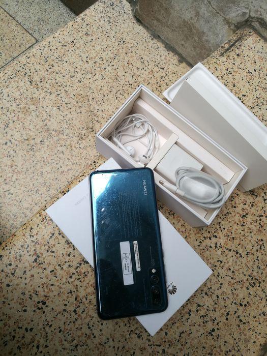Huawei p20 pro com caixa e todos acessórios com um mes de uso