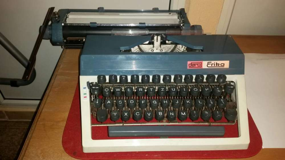 Vintage. Vand sau schimb masina de scris originala DARO ERIKA.