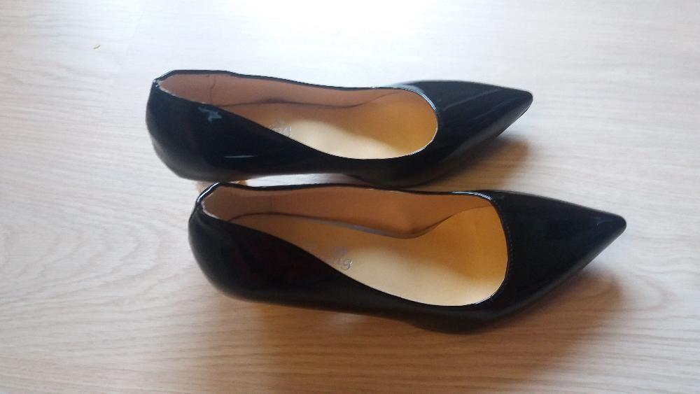 чисто нови официални обувки черен лак с 8см. ток размер 41_45лв.