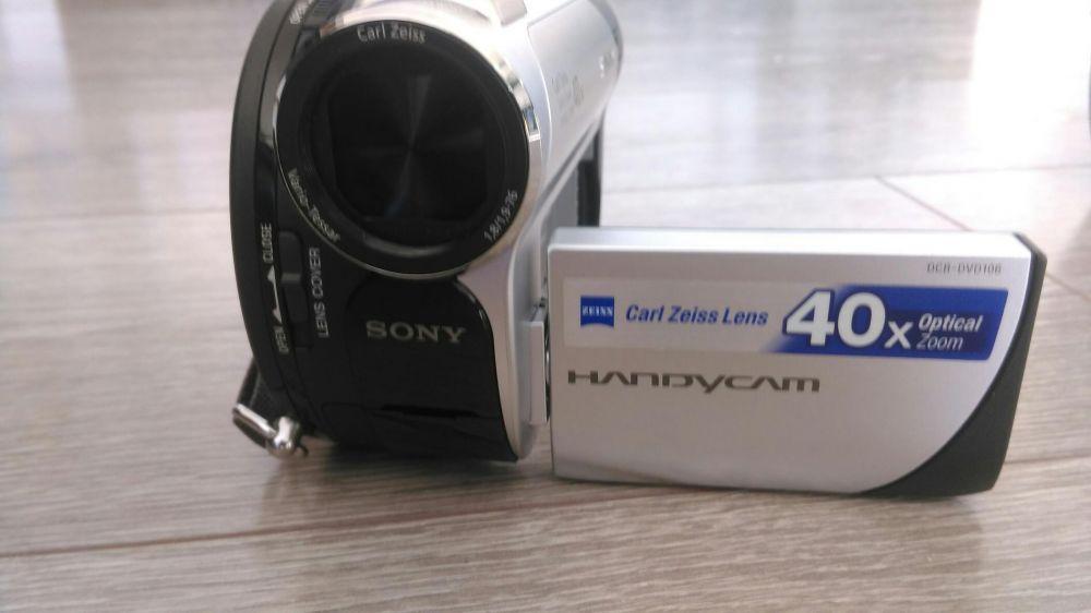 Cameta de filmat Sony DCR-DVD 106 E+geanta cadou