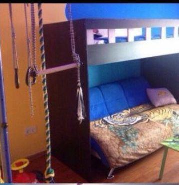 Кровать 1.5 спальная с новым матрацем 2ух. ярусная продам