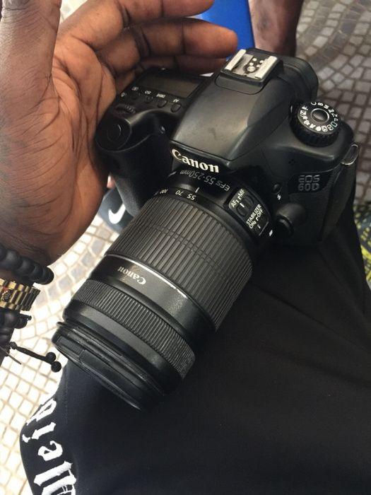 Vendo urgente câmera cânon 60D semi nova