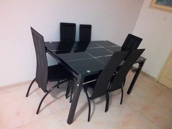 Mesa de jantar incluindo 6 cadeira. Tampo de vidro. Produto novo na ca