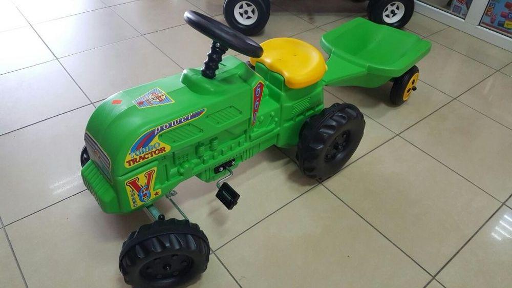 Tractor cu remorca copii