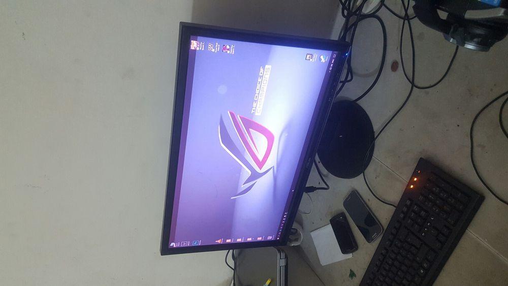 """Monitor ASUS """"24p"""" VGA."""
