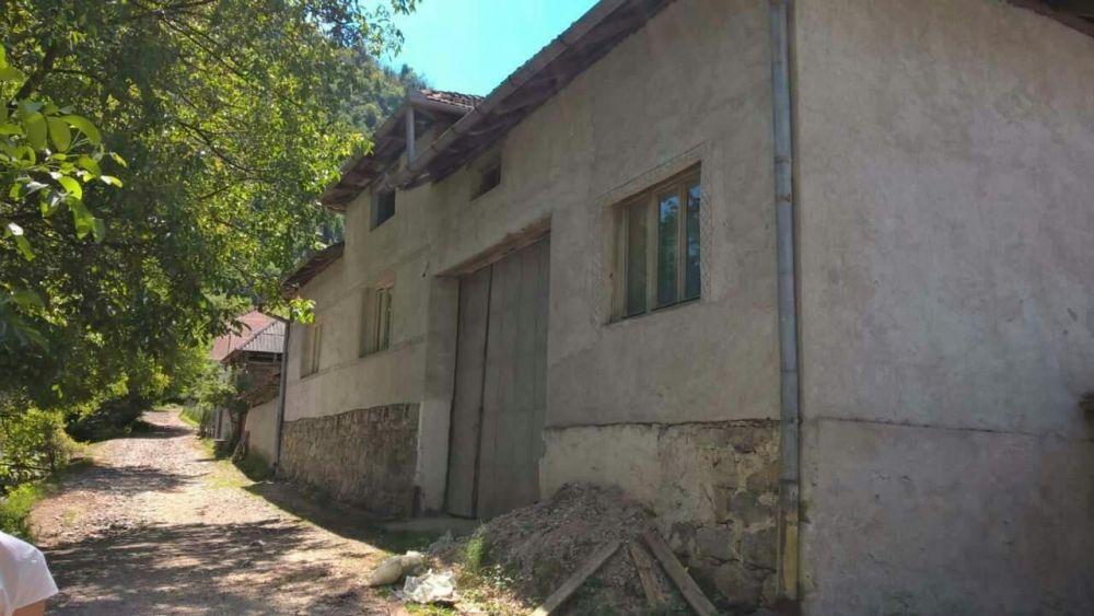 Vand casa in Briheni, com. Lunca