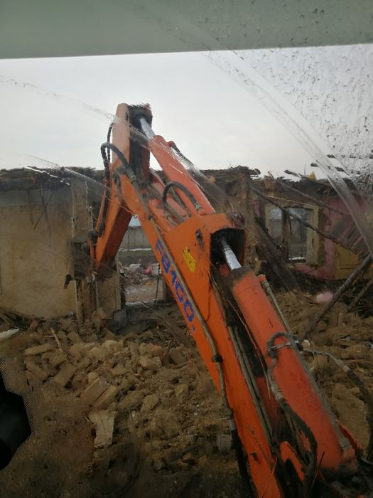 Închiriez buldoexcavator,utilaje,stivuitor,săpături,demolări,fundații