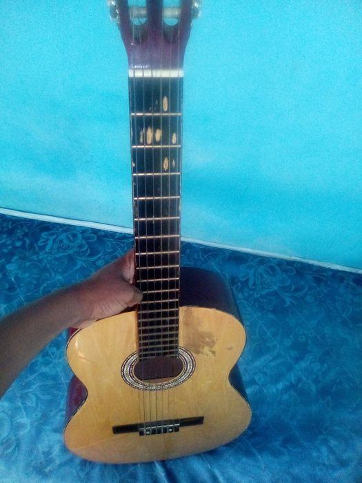 Vendo guitarra nylon simples