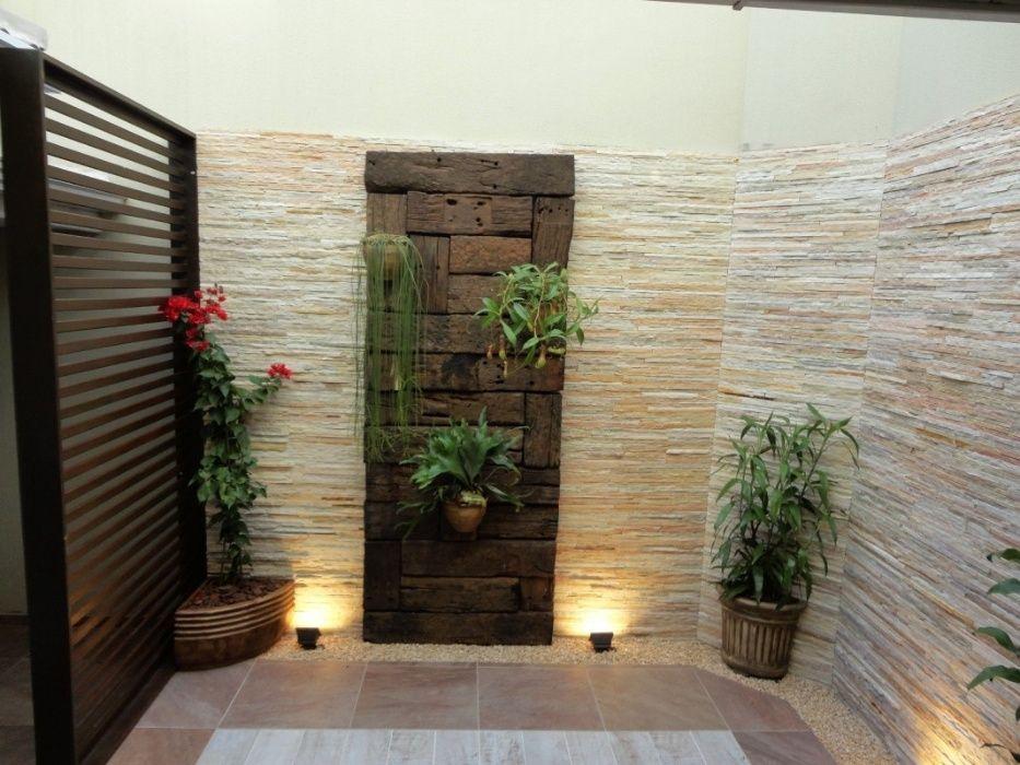 Aplicamos pedras decorativas e mosaico, azulejos