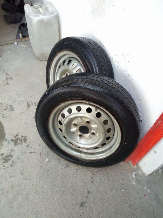 2 pneus 155/65R13 com jantas