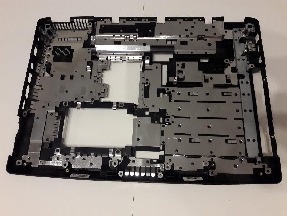 "Carcasa + tastatura completa laptop Medion Akoya MD 96640 15,4"""