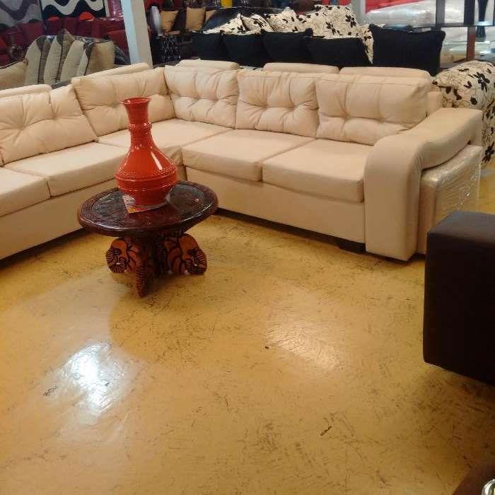 Sofa tipo L de marca Larony