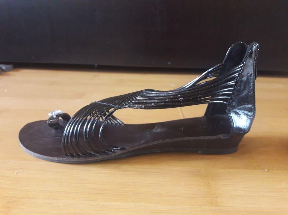 Vand sandale cu barete Pasarora numarul 39