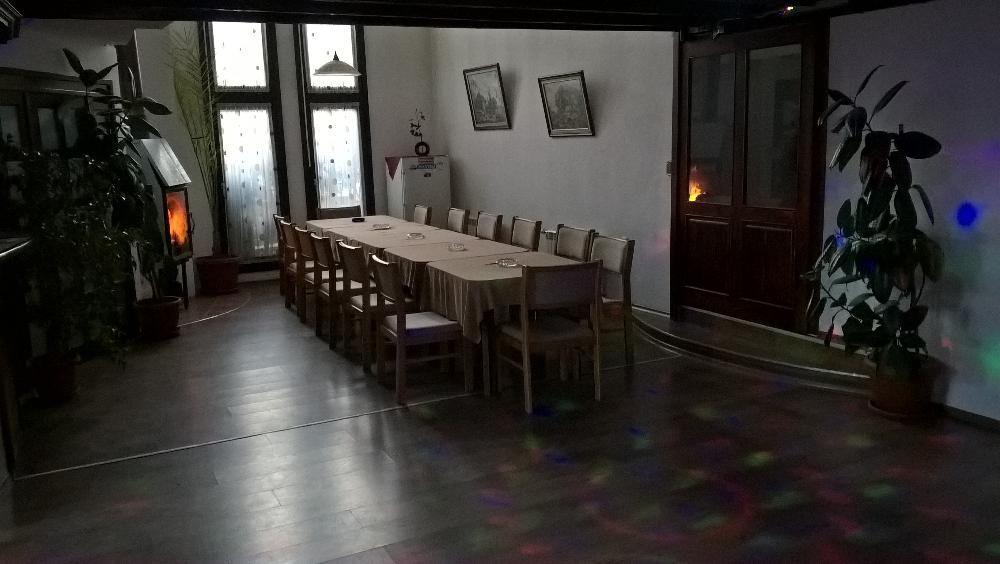 Къща с зала за партита!