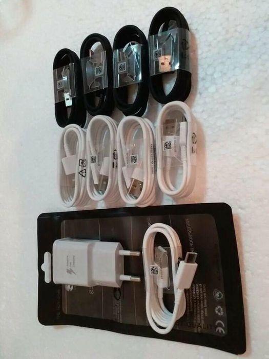 Diversos cabos para todo tipo de telefone
