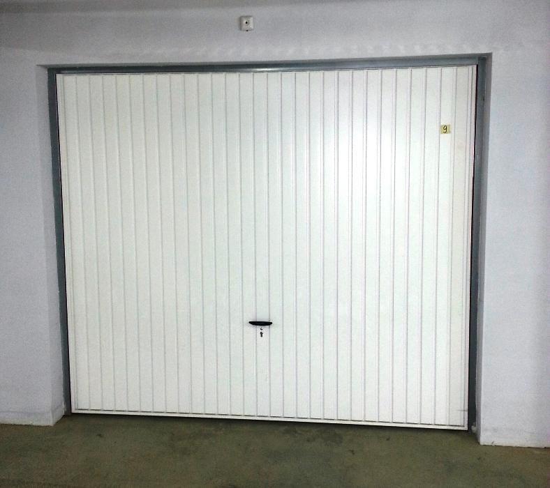 гаражни врати тип летящо крило Новоферм