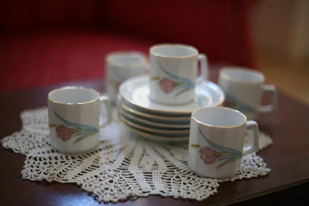 Set 5 cesti si farfurii pentru cafea din ceramica