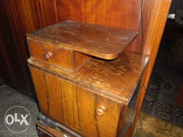 старинни нощни шкафчета от масивно дърво