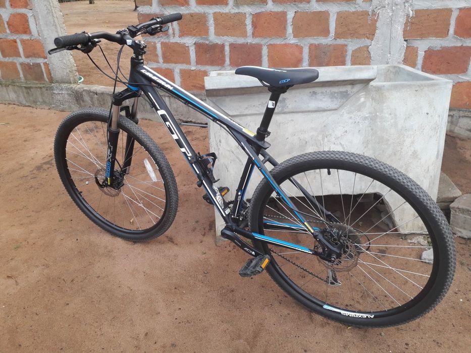 """Bicicleta GT 29"""" muito velos"""