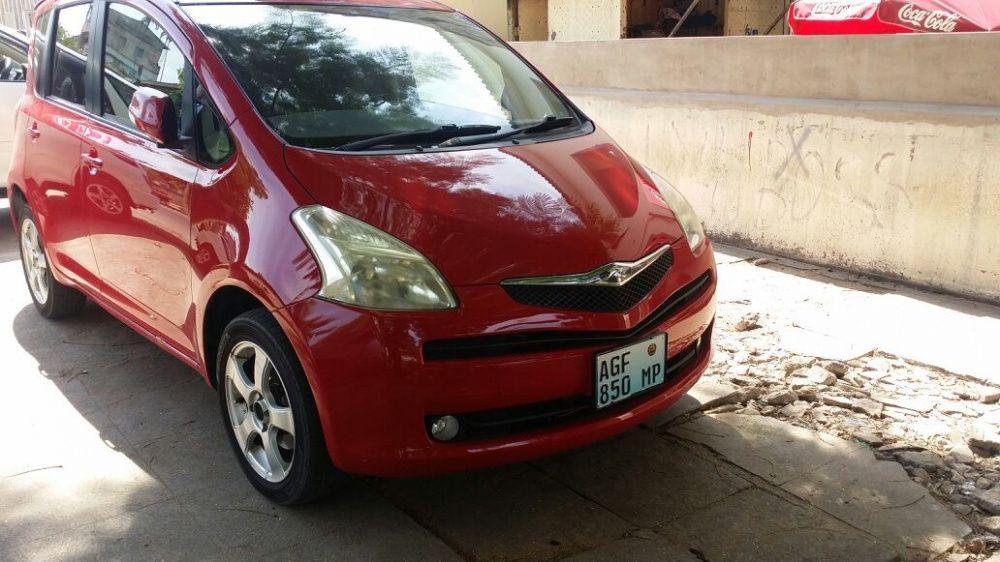 Toyota Ractis Vermelho Recentemente Importado