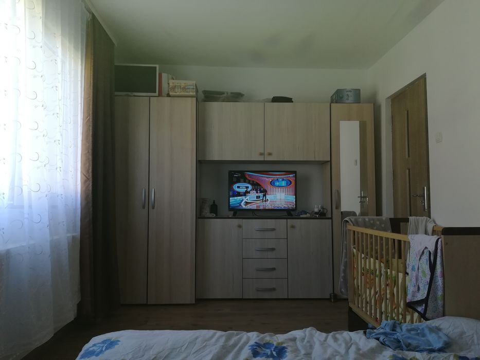 Vanzare  apartament  cu 3 camere  semidecomandat Caras Severin, Resita  - 35000 EURO