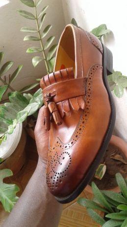 sapatos castanho