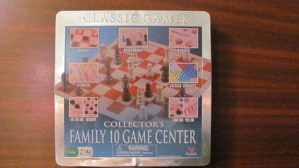 10 jocuri intr-o cutie: sah, table, cribbage, checkers, mancala etc.