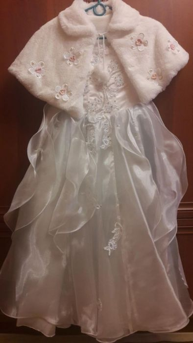 Платье белое, праздничное