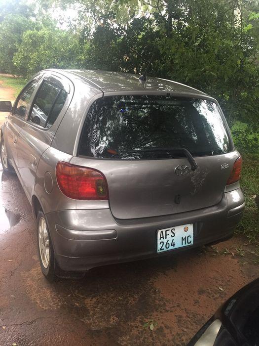 Vendo Toyota Vitz carro super bom e muito bem conservado