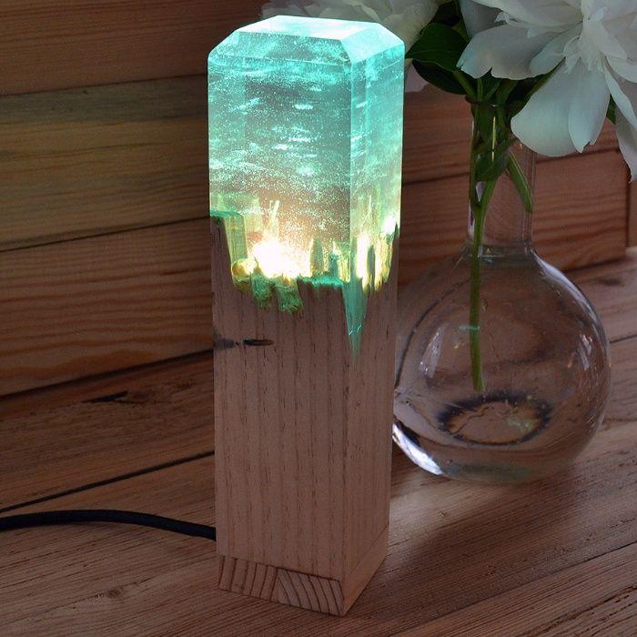 Ночник, светильник из эпоксидной смолы и дерева