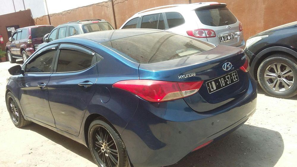 Hyundai elantra super limpo motor seco.