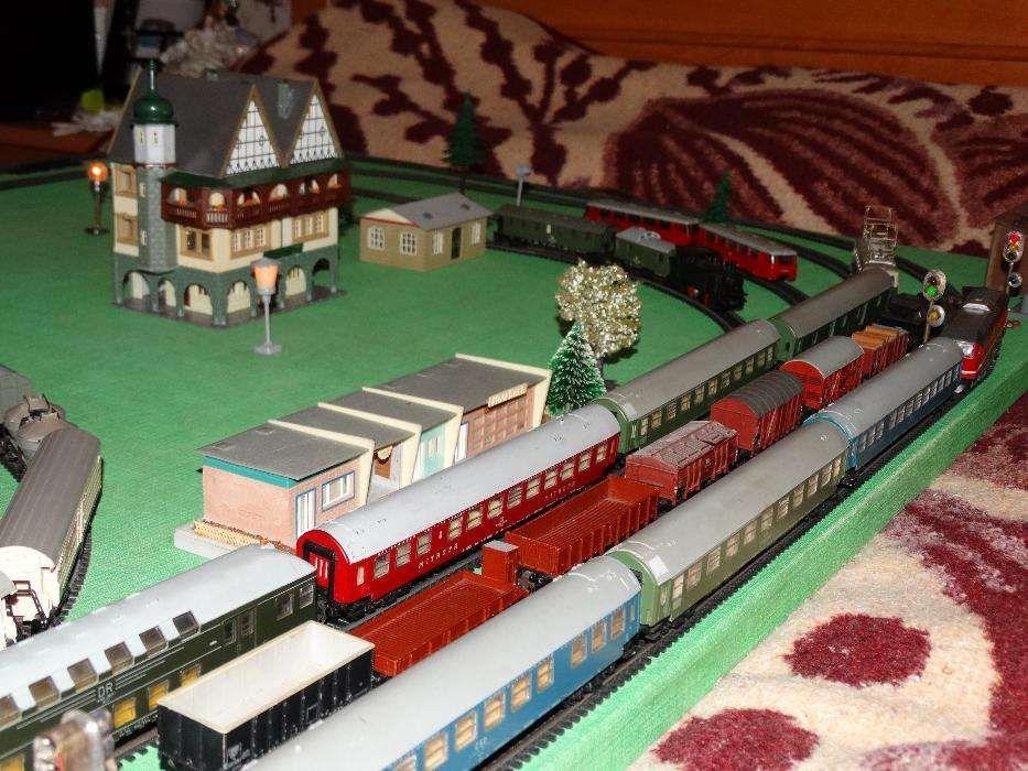 Diorama trenulet electric TT 12 mm, 1:120, locomotive, vagoane, macaze