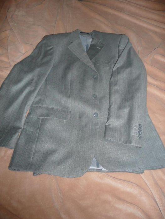 costum barbatesc elegant cu vesta marca Marco Benetti