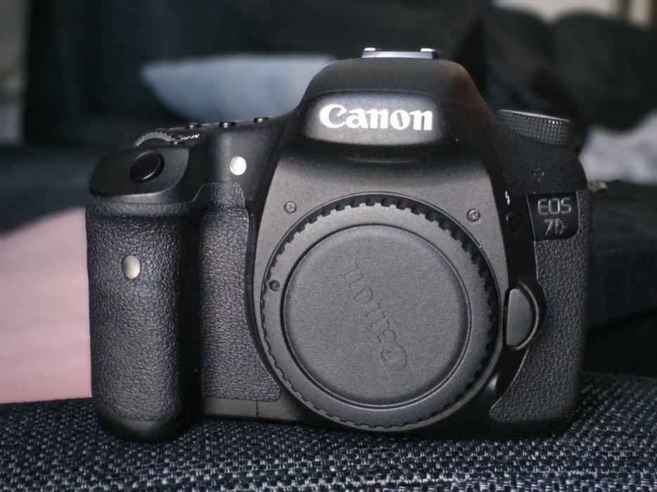 Camera foto DSLR Canon EOS 7D . Cadou Canon 50mm f1.8 + Carduri CF