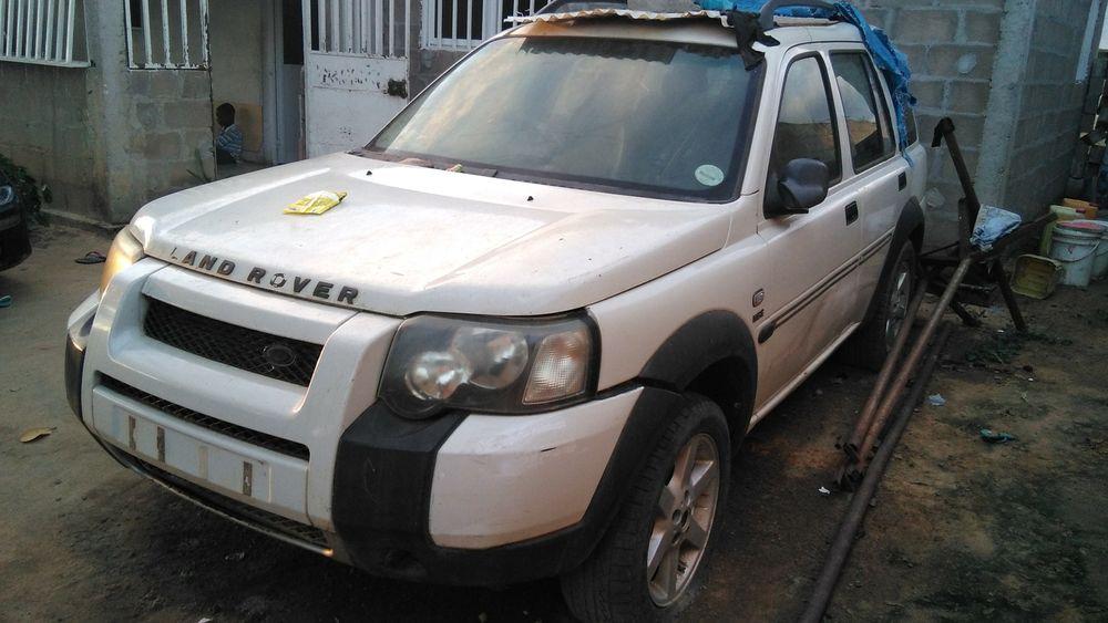 Carcaça de Rang Rover com motor