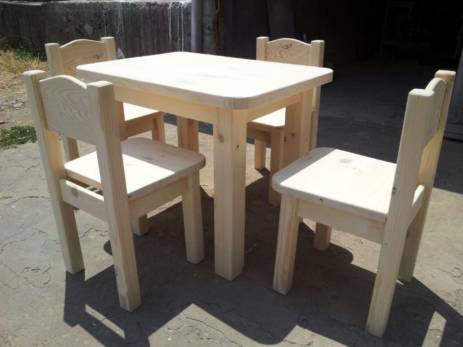 детски столчета,и маси от дърво.