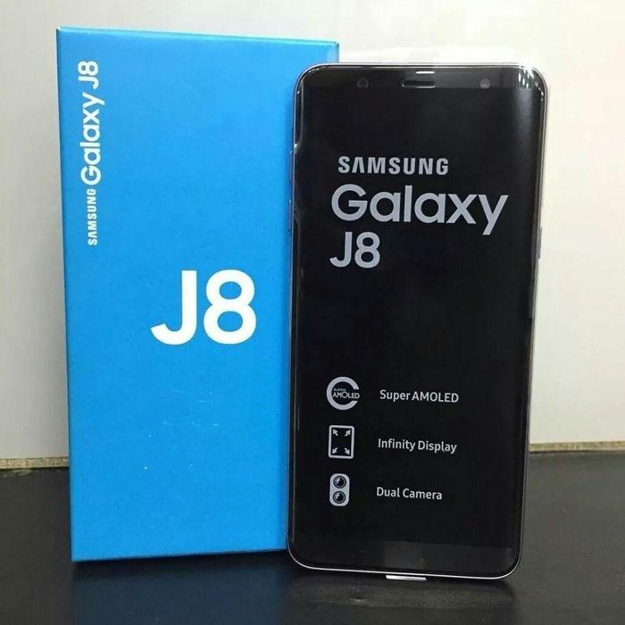 Samsung J8 limpo