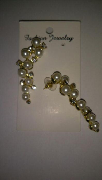Cercei aurii cu perle model deosebit
