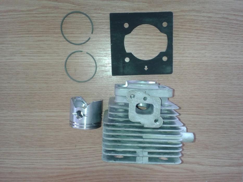 Set motor motocoasa ( cilindru, piston, segmenti, ) HITACHI CG31