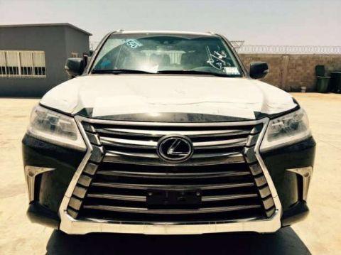 Lexus há venda
