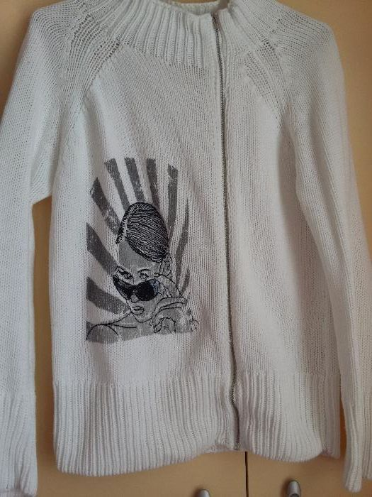 Пуловери и жилетки