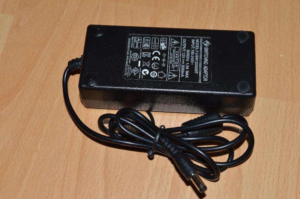Vand alimentatoare NOI de 12V pentru monitoare LCD