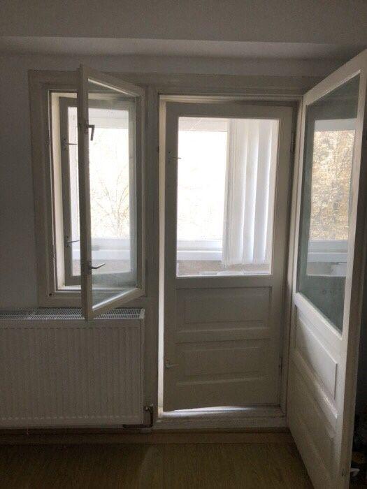 Vând uși și ferestre cu rama din lemn cu geam