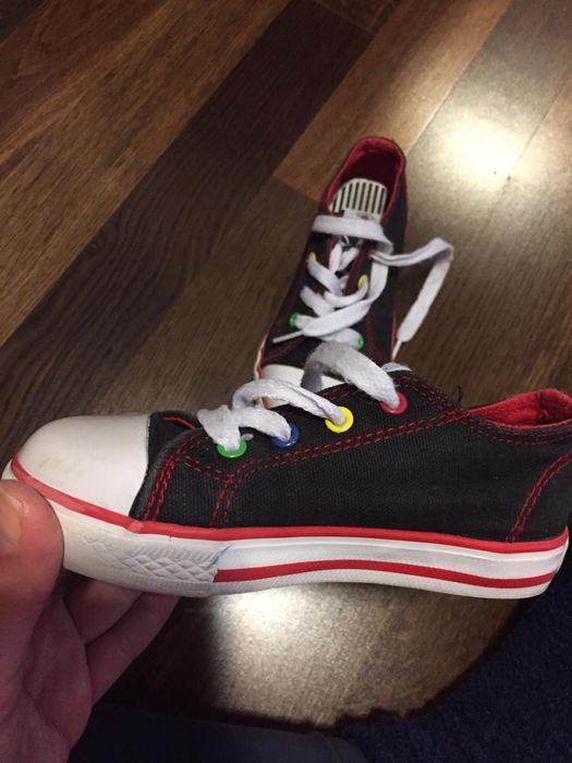 Vând pantofi sport