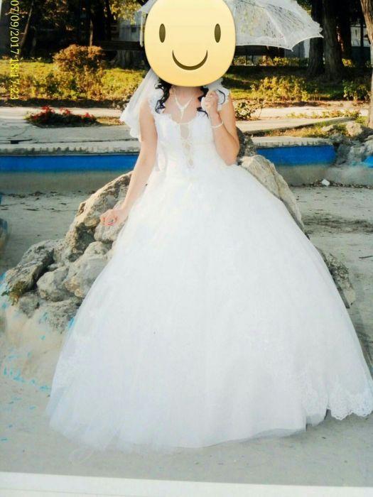 Vând rochie de mireasă prințesă și voal cu broderie!