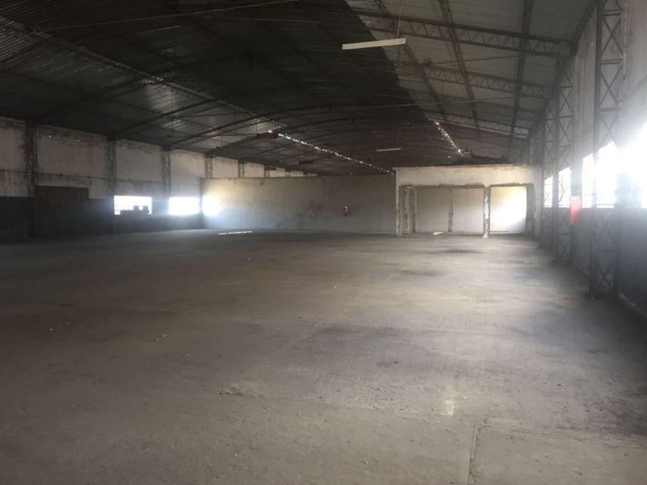 Arrenda-se Armazem cerca de 2000m² c/Escritorio WC Park_Matola-Machava