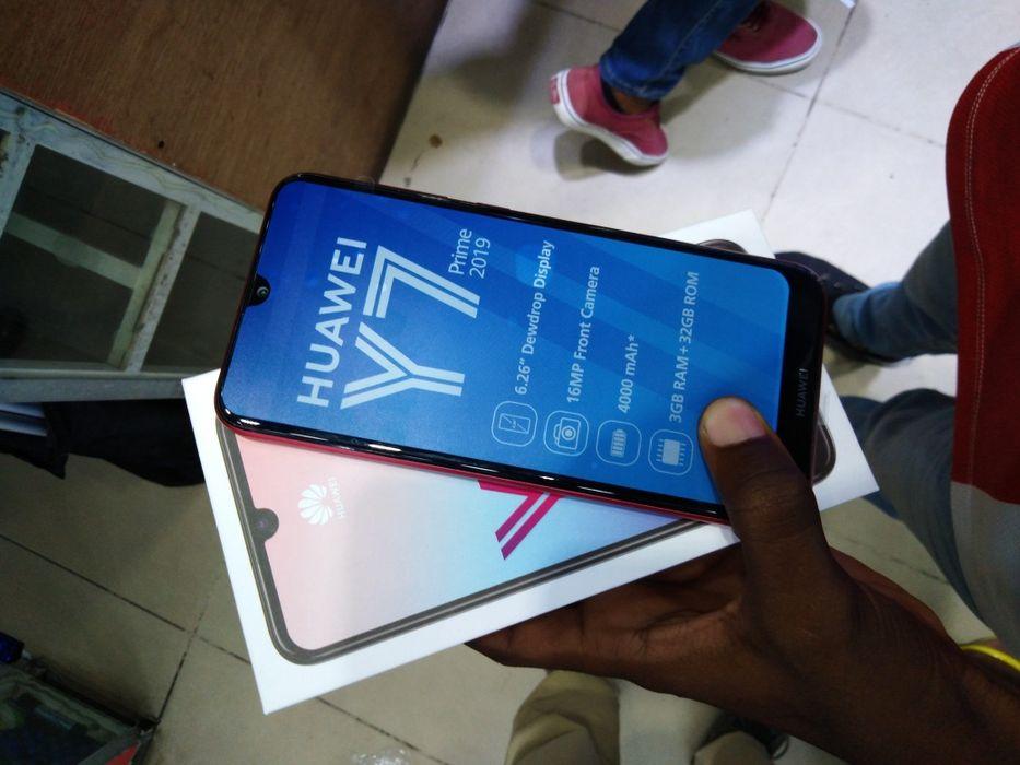 Huawei Y7 Prime 2019 na caixa